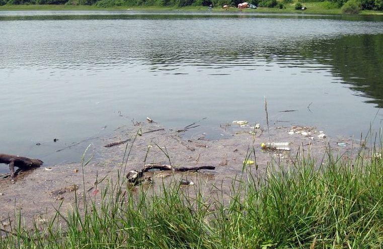 jezero-vrutci-prljavstina-na-vodi-jezera